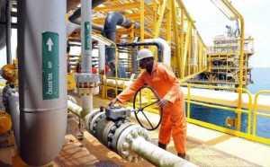 Nigerian oil workers raise alarm, beg FG to intervene